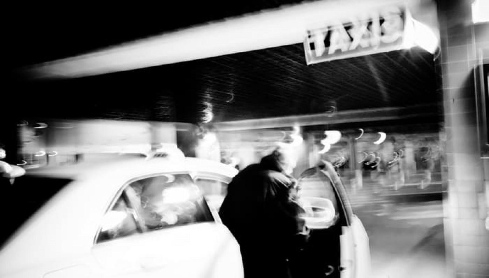Deux stations de taxis Gares
