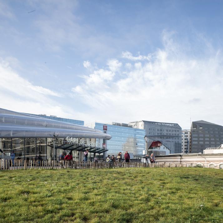 L'aménagement des espaces publics autour de la gare touche à sa fin